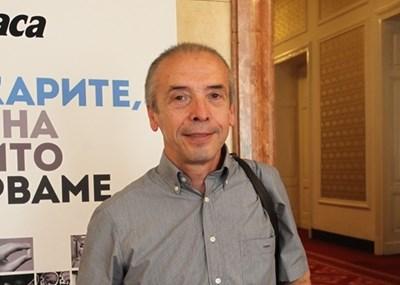 Доц. Атанас Мангъров е началник на детското отделение на Инфекциозната болница в София.