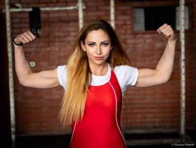Жасмина Гевезиева се бори с хиперфагията от 12 години. Въпреки това става републикански шампион по силов трибой.  СНИМКИ: ЛИЧЕН АРХИВ