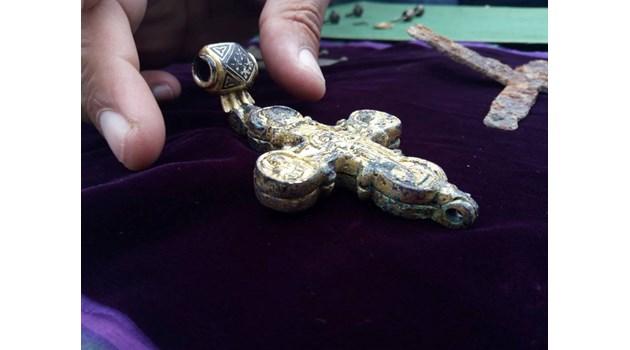 Златният кръст от Трапезица е под църква, ценна като Боянската