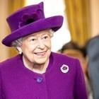 Кралица Елизабет Втора чисти кралските диаманти с джин