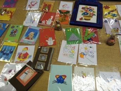 Картички, изработени от децата, ще се продават на базара.
