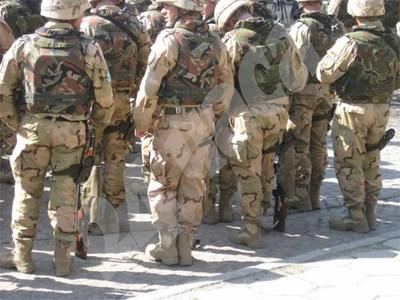 На тази снимка, направена от близки на рейнджър в Карлово, добре се вижда разликата в разцветките на униформите. СНИМКА: 24 часа