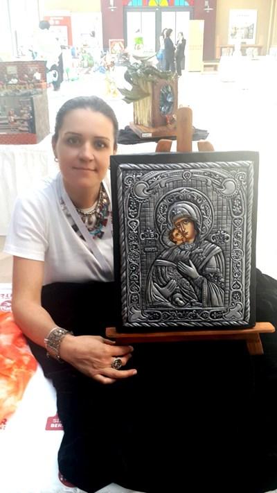 Това е изображението на Дева Мария, което българката прави за изложение на торти.