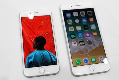 """""""Айфон"""" 8 плюс и """"Айфон"""" 8 въвеждат нов, 6-ядрен процесор. СНИМКА: РОЙТЕРС"""