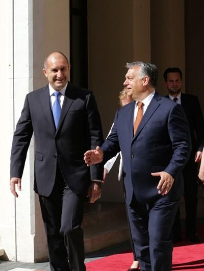 Румен Радев разговаря с унгарския премиер Виктор Орбан.  СНИМКИ: ПРЕЗИДЕНТСТВО