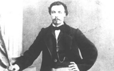 Теофан (Богдан) Райнов е син на възрожденския учител Райно Попович и е роден в Карлово в една година с Левски.