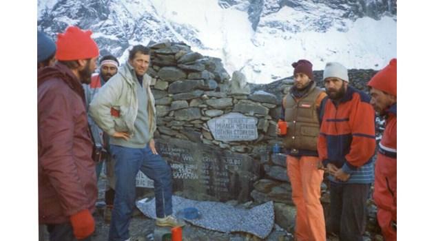 Петима българи покоряват най-смъртоносния връх в света, двама загиват