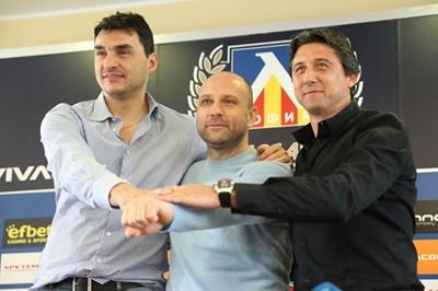 Владимир Николов, Тити Папазов и Даниел Боримиров (от ляво на дясно) се надяват все повече фенове да подкрепят трите отбора. СНИМКА: Владимир Стоянов