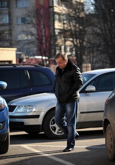 Тодор Хаджижеков влиза в спецсъда.  СНИМКА: БЪЛГАРИЯ ДНЕС