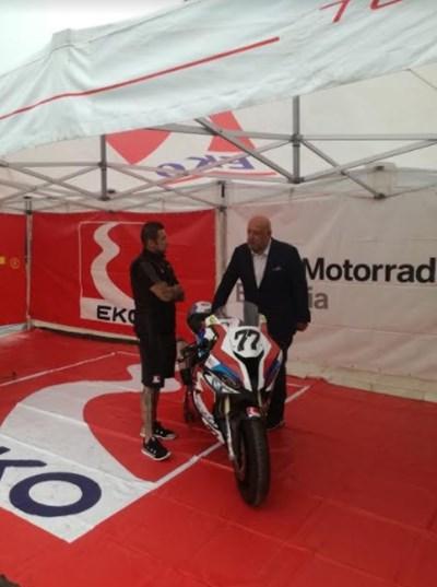 Министърът на младежта и спорта Красен Кралев разговаря с шампиона по мотоциклетизъм Мартин Чой