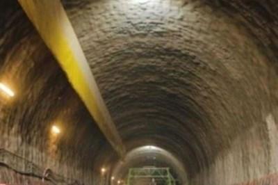 """До 17 ч. днес движението в тунел """"Люлин"""" на АМ """"Струма"""" в посока София се осъществява в изпреварващата лента. Снимка: АПИ/Архив"""