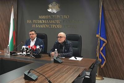 Заместник-министърът на регионалното развитие и благоустройството Николай Нанков на брифинга днес. Снимка МРРБ