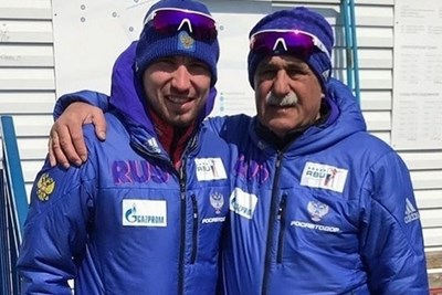 Руската звезда в биатлона Александър Логинов с личния си треньор Александър Касперович