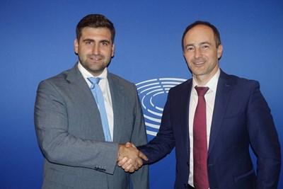Лидерът на евродепутатите от ГЕРБ/ЕНП Андрей Ковачев и евродепутатът от ГЕРБ/ЕНП и главен преговарящ на Европейския парламент по кохезионните фондове Андрей Новаков