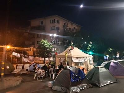 Разчистиха и палатковия лагер пред Общината във Варна
