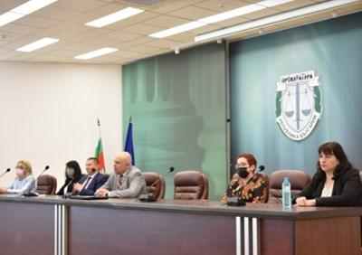 Главният прокурор Иван Гешев е обсъдил с ръководителите прокуратурите от цялата страна работата по престъпленията, свързани с политическите права на гражданите и организацията по противодействие на нарушенията на изборното законодателство в контекста на предстоящите избори. Снимка: Прокуратурата