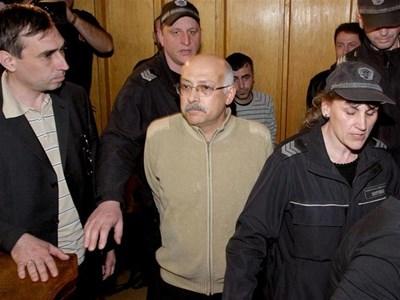 Месец след ареста заради незаконните експлантации през 2008 г. Христов бе освободен под гаранция от 2 хил. лв. СНИМКИ: