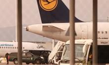 Самолетът със Северин Надеждов кацна в София (Снимки)