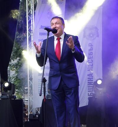 """Кметът Николай Димитров откри осмото издание на фестивала """"Есенни пасажи"""", който отново напълни Несебър с турсти."""