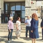 Семейство Зикатанови – Никола, Любка и дъщеря им Милица ( в средата) посрещат официалните гости