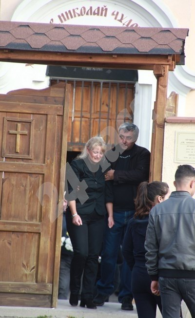 Опечалената Ваня Министерска на погребението на дъщеря си и внучка си. СНИМКА: Румяна Тонева/Архив