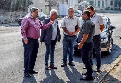Кметовете обсъдиха с шефа на ОПУ и изпълнителя обезопасяването на ремонтирания път