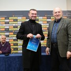 Захари Сираков получава дипломата си от временния шеф на БФС Михаил Касабов