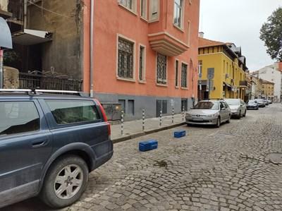 Зачестяват случаите на нерегламентирано заграждане на паркоместа в столицата с поставяне на щайги и кашпи.