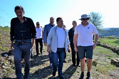Археолозите показаха на Даниел Панов новите си открития на хълма Трапезица