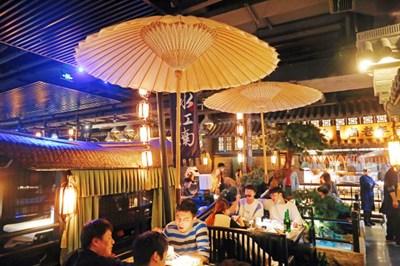 Много китайци споделят в интернет платформите впечатленията си от различни ресторанти. СНИМКА: РАДИО КИТАЙ