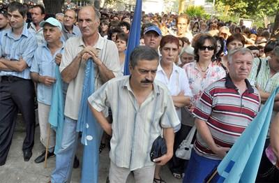 Оръжейниците във ВМЗ си искат заплатата за август и два аванса. СНИМКА: Наташа Манева