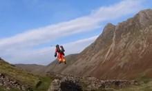 Парамедици се придвижват с летящи костюми в Англия (Видео)