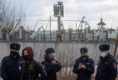 Привърженици на Навални за събиране пред колонията, където е затворен СНИМКА: РОЙТЕРС