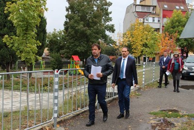 Зам.-министър Иван Шишков посети мястото, на което в началото на септември стана тежка катастрофа със загинали. Снимка МРРБ