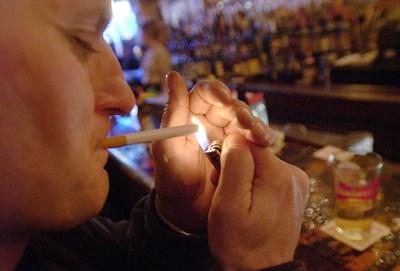 Новото френско правителство се бори с цигарите с повишаване на цените. СНИМКА: РОЙТЕРС