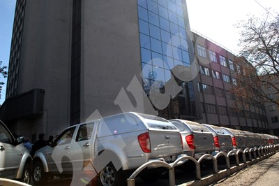 У нас има практика леки коли да се регистрират като товарни и да се пести от данъка. СНИМКА: 24 часа
