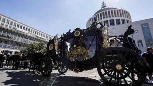 Мафиотски клан в Рим привлече вниманието на полицията след невиждано погребение на боса