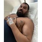 Азис в болницата с уголемения вече бицепс