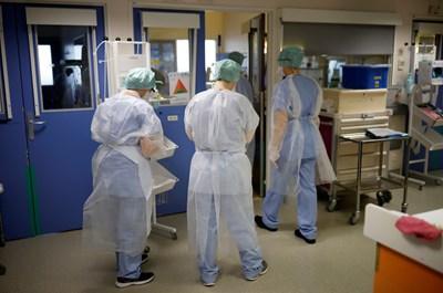 30% от излекуваните от COVID-19 се връщат в болница в Англия, а 1 от 8 умира