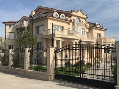Палатът на покойния принц Иван в Катуница е закупен от италиански бизнесмен, който след ремонт предстои да се нанесе. Снимки: 24 часа