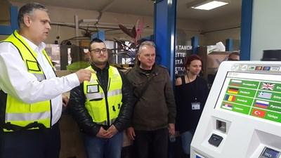 Председателят на АПИ Георги Терзийски инспектира работата на екипите на Дунав мост при Русе. Снимки АПИ