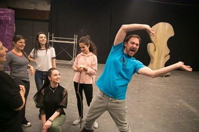 """Репетиция на мюзикъла """"Шрек"""" с гост-режисьора от Бродуей Уест Хайлър"""