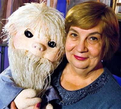 Слава Рачева с куклата на Педя човек - лакът брада