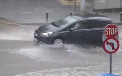 Внезапни поройни дъждове в град Солун КАДЪР: Youtube/Thanos Chasiotis
