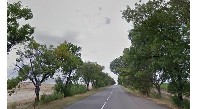 Цистерна с ацетилен се обърна край Венец, затварят пътя Бургас-София