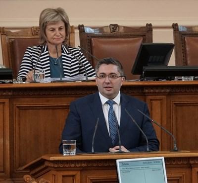 Зам.-министър Николай Нанков обясни, че до момента средствата, събрани от АПИ са 243 млн. лв. Снимка ДЕСИСЛАВА КУЛЕЛИЕВА