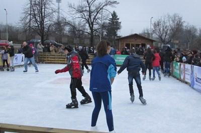 Откриха сезона на пързалянето с кънки в Горна Оряховица