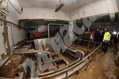 Отвориха подземията на бившия мавзолей, което до 2-3 години ще стане арт зона, филиал на СГХГ. СНИМКИ И ВИДЕО: Десислава Кулелиева СНИМКА: 24 часа