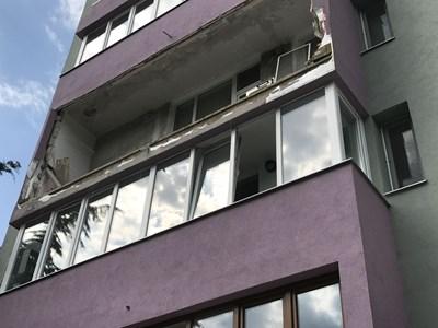 Пострадалата от взрива тераса е на третия етаж в жилищния блок. СНИМКА: Ваньо Стоилов