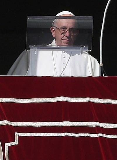 Папа Франциск е звездата на кампания с графити по улиците на Рим. Снимка РОЙТЕРС
